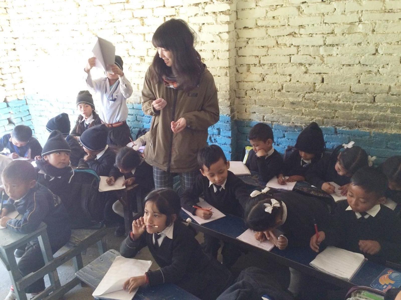 ネパールで教育活動に取り組む日本人ボランティア